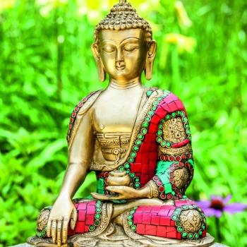 Buddha aus Messing mit Türkis und Korallesteinen