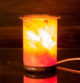 Aromalampe aus Salzkristall mit Glaseinsatz