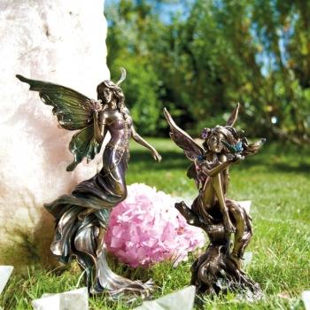 Statuen und Figuren